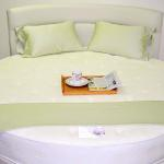 Custom Round Mattress Set